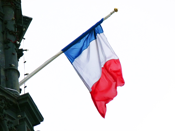 Pavoisement institutionnel: le drapeau tricolore