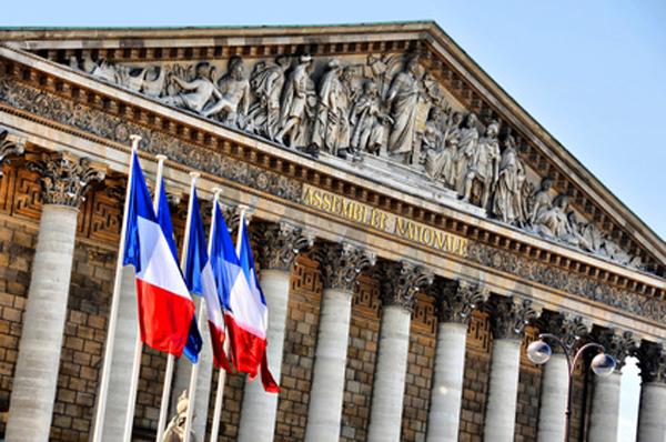 Drapeau France - pavoisement devant l'Assemblée nationale