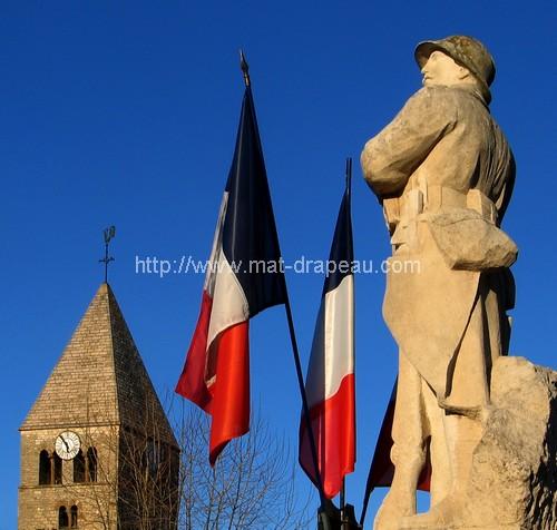 Mât de façade: soldat, église, drapeau