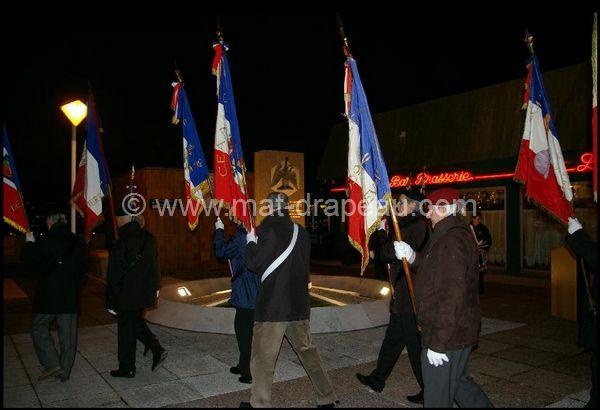 Porte drapeau : arrivée des Associations Patriotiques 170e anniversaire du retour du corps de l'Empereur Napoléon à Courbevoie le 15 décembre 2010