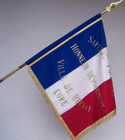 drapeau sapeur pompier - drapeau sur hampe