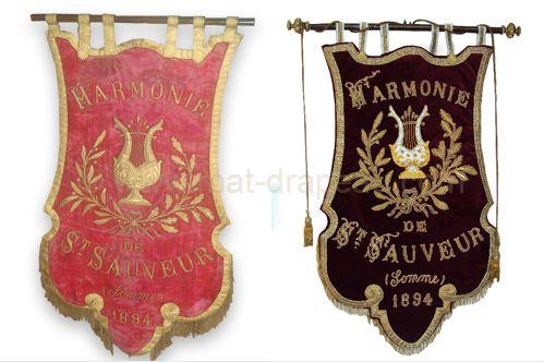 broderie drapeau : exemple de la rénovation de bannière - à gauche avant ; à droite après