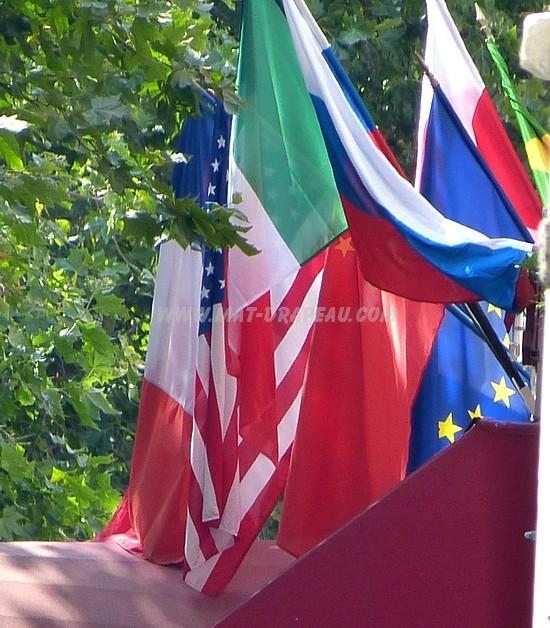 mât - drapeaux en faisceau