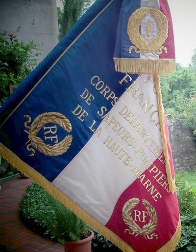 drapeau sapeur pompier - drapeau sur hampe avec cravate